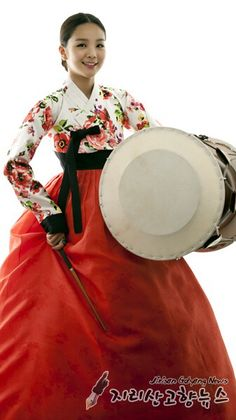 국악 國樂 (Gukak : Korean classical-traditional- music) & dance. 한복 韓服 (Hanbok : Korean traditional clothes)