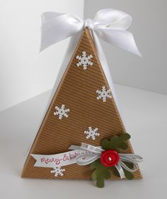 Christmas tree with holly and snowflakes Alternative idea for the Cute as Pie October 2014 Paper Pumpkin Kit Stampin Up Christmas, Christmas Paper, Christmas Projects, 3d Paper Projects, Paper Crafts, Stampin Up Weihnachten, Stampin Up Paper Pumpkin, Pumpkin Cards, Pretty Box
