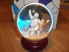 Coalport Snowman Large Glitter Globe TREADING THE BOARDS - GUILD EDITION