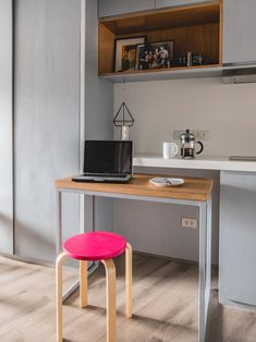 From having invisible cabinets to showcasing smart furniture picks, this tiny home inspires us to declutter and revamp our own space Pallet Furniture Shelves, Mirrored Bedroom Furniture, Smart Furniture, Living Furniture, Kitchen Furniture, Furniture Decor, Metal Furniture, Unique Furniture, Rustic Furniture