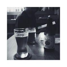 . 先日、仕事を終えて飲みに行こうと@LAWDYBREWへ。結局上のDIEGOでご飯とビール。そしたら、ふたりともぐったりで、こちらではぐったり状態でビールを飲み、早々に帰宅^^; この辺りは閉店が早いので、深夜2時までやっている事を知れたので◎  #GICLife #lawdybrew #江ノ島 #diegobytheriver #enoshima #beer #ビール #lagunitas