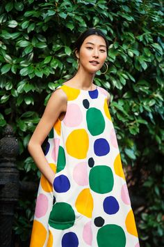 UNIQLO has partnered with Marimekko on a new collection of LifeWear. This unique collaboration marries simplicity with creativity and features timeless silhouettes in bold and vibrant Marimekko designs. Uniqlo, Fashion Art, Spring Fashion, Fashion Design, Marimekko Dress, Mode Inspiration, Colorful Fashion, Summer Collection, Pretty Outfits