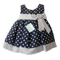 Lindo vestido con estampado de pepas manga sisa. Ver en http://queeniekids.co/vestidos-de-gala/11-vestido-lunares.html
