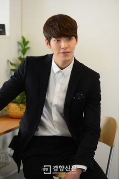 To All Kim Woo Bin Lovers: Here's A Bomb Of Interview Pics With His Stuffy Friend | Couch Kimchi