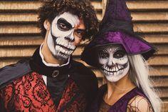 Als stel naar een #Halloween feest kan prima met bij elkaar passende kostuums. Dit zijn een landheer en een heks met grijze Skull schmink. Door het gebruik van schmink maak je de Halloween outfit af. Stel, Halloween Face Makeup, Outfits, Clothes, Suits, Clothing, Outfit Posts, Outfit