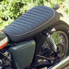 Patrick Crépelle's Bonneville shows how Triumph's 'modern classic' can be transformed with a few workshop skills and an eye for good aesthetics. Ducati Scrambler, Scrambler Motorcycle, Motorcycles, Cafe Moto, School Cafe, Triumph Bonneville T100, My Ride, Custom Bikes, Modern Classic