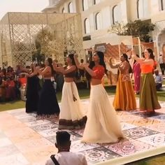 Wedding Dance Video, Wedding Videos, Wedding Photos, Indian Wedding Photography, Mehendi Photography, Photography Ideas, Muslim Couple Photography, Wedding Photography Checklist, Indian Wedding Songs