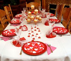Valentine's Day | Table-scape. Can't wait for L to be old enough so we can do this kind of stuff together.