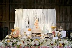 Dessert table at the Farm at Eagle's Ridge. Photo by Leslie Gilbert Photography