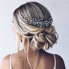 Gorgeous wedding hairstyles for the elegant bride bridal updos . - Gorgeous wedding hairstyles f Wedding Hair And Makeup, Hair Makeup, Hair Wedding, Wedding Bride Hairstyles, Bridal Party Hairstyles, Hair Up Wedding Styles, Hair For Bride, Wedding Hair Updo With Veil, Wedding Dresses