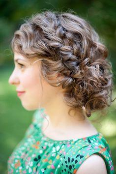 Eu adoooro inventar penteados, e cá pra nós, ficar com o cabelo solto o dia todo não dá. Sinto muito calor e o cabelo caindo no rosto enqu...