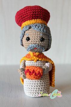 Schema del re Magio Baldassarre all'uncinetto, l'ultimo dei personaggi della natività del presepe amigurumi di quest'anno. Seguiranno molti altri personaggi