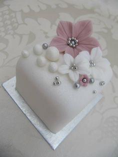 20 New ideas wedding small cake mini desserts Mini Wedding Cakes, Fondant Wedding Cakes, Wedding Cupcakes, Fondant Cakes, Mini Cakes, Wedding Desserts, Cute Cakes, Pretty Cakes, Decors Pate A Sucre
