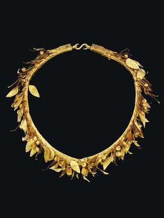 Gold sheet. A GREEK GOLD MYRTLE WREATH HELLENISTIC PERIOD, CIRCA 3RD-2ND CENTURY B.C.
