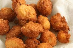 Hush Puppies Recipe Hush puppies are delicious deep-fried bites of bready goodness. They are often served alongside other fried food like fish or chicken but really can be served anytime you want a carb side dish or snack. Food Dishes, Side Dishes, Hush Puppies Recipe, Biscuit Mix, Good Food, Yummy Food, Christmas Sweets, Restaurant Recipes, Copycat Recipes