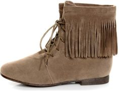I neeed some fringe ankle booots. I got my tall ones, and those got ruined from the raiiin:(