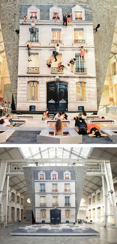 Batiment mirrored building by Leandro Elrich. A gigantic tilted mirror reflects the huge building facade laid out on the floor, where people can pretend they are hanging from ledges or make like Spiderman and crawl up the 4-storey house.