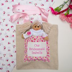 Keep your bridesmaids sweet all day with these adorable personalised bags. You can put little gifts in there for them to discover, or fill them with confetti - either way, your bridesmaid won't let it out of her sight! Bridesmaid Bags, Bridesmaids, Little Dolly, Wedding Keepsakes, Wedding Anniversary Gifts, Natural Linen, Little Gifts, Red And Blue, Personalized Gifts