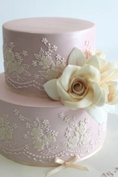 Vintage lace cake by Faye Cahill Cake Design Cake Lace) Beautiful Wedding Cakes, Gorgeous Cakes, Pretty Cakes, Amazing Cakes, Wedding Cake Decorations, Wedding Cake Designs, Wedding Cupcakes, Super Torte, Bolo Floral