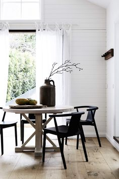 Looking for some beach house decorating ideas? This holiday home in Byron Bay is a lesson in classic coastal style, illustrating how to create a holiday feel at home. House Doctor Lampe, Byron Beach, Turbulence Deco, Beach House Decor, Home Decor, Kitchen On A Budget, Kitchen Ideas, Home Interior, Home Design