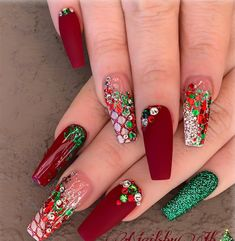 32 Holiday Nail Art Ideas To Get You Into The Christmas Spirit - Christmas Nail Art Designs Cute Acrylic Nails, Acrylic Nail Designs, Glitter Nails, Red Glitter, Autumn Nails Acrylic, Glitter Pedicure, Gel Pedicure, Pedicure Designs, Cute Christmas Nails
