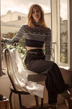 Appearing in the September 2017 issue of L'Officiel Paris, model Laetitia de Montalembert poses in fall style for the editorial. Photographed by Luc Coiffait… Laetitia, Expensive Clothes, Fair Isle Pattern, Knitwear Fashion, Classy Women, Beautiful Patterns, Parisian, Editorial Fashion, High Fashion