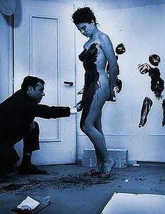 Yves_Klein_Nouveau_Realism_performance-art