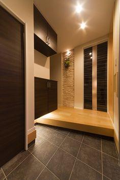 清水区Y邸-玄関 in 2020 Natural Interior, House Entrance, Japanese House, Sunroom, Backyard, Layout, Interior Design, Mirror, House Styles