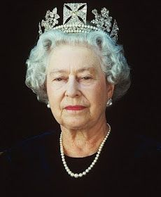 Stunning pictures afford a candid glimpse of the Queen relaxing on set of Chris Levine's 2004 photoshoot. In the most endearing, the Queen is seen straightening her crown in the mirror. Royal Monarchy, British Monarchy, Elizabeth Philip, Queen Elizabeth Ii, Royal Queen, Isabel Ii, Casa Real, Her Majesty The Queen, People Of Interest