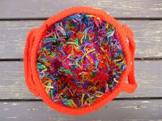 A tisket, a tasket, a hot red and scrap yarn basket - Crochetbug Scrap Yarn Crochet, Crochet Mat, Crochet World, Crochet Crafts, Crochet Projects, Cross Stitching, Empty, Crochet Patterns, Knitting