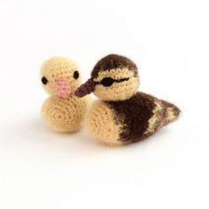 Duckling crochet pattern by Little Conkers. Crochet a realistic fluffy mallard duckling or cute yellow duckling. Very detailed, fully-illustrated crochet pattern. Easter Crochet Patterns, Crochet Birds, Crochet Hooks, Knit Crochet, Crochet Vase, Crochet Robin, Bird Patterns, Crochet Patron, Decoration Christmas