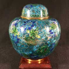 Beautiful Vintage Colorful Bird Designed Ginger Jar Lustrous Surface Decorative Collectibles