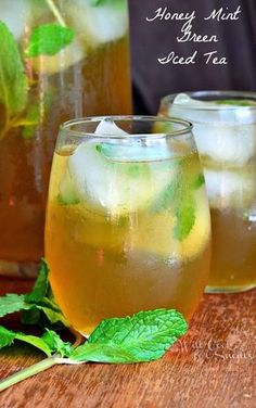 23 Refreshing Summer Drinks That Will Help You Kick Your Soda Habit Refreshing iced tea made with green tea, sweetened with honey and flavored with fresh mint and a touch of vanilla extract. How do you take your tea? Mint for me! Just a touch of sweetness Cocktail Drinks, Fun Drinks, Yummy Drinks, Healthy Drinks, Healthy Recipes, Cocktails, Healthy Food, Beverages, Nutrition Drinks