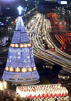 Christmas in South Korea. According to the CIA World Factbook, approximately 31.6 percent of South Koreans claim to be Christian. 24.2% are Buddhist, and 43.3% hold no religious beliefs.