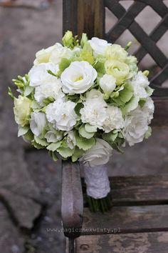 bukiet ślubny biało-zielony, hortensja, goździki, eustomy