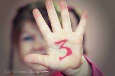 birthday photography ideas, although she should be holding up 3 fingers! Photography Kids, 3rd Birthday Photography, Toddler Photos, Boy Photos, Baby Pictures, Family Photos, Kids Birthday Pictures, Birthday Photos, Birthday Ideas