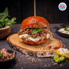 #streetfood #pulledpork #burger #food #fooddelivery #teletal Burger Food, Pulled Pork, Street Food, Hamburger, Ethnic Recipes, Shredded Pork, Burgers, Braised Pork
