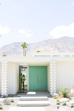 "Take a self-guided Palm Springs Door Tour to check out all the bright & colorful modern front doors including ""that pink door!"""