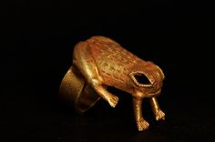 Toad design gold ring