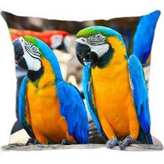 Procurando por Almofadas de Pássaros? Na Luisa Decor você encontra a Almofada Decorativa Arara com estampa exclusiva para deixar sua casa muito mais aconchegante, com muito estilo e personalidade. Confira!
