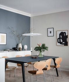The interiors of this apartment in Gothenburg resemble beautiful winter nature: cool blue-gray colors, abundance of warm natural textiles (including the ✌Pufikhomes - source of home inspiration Scandinavian Apartment, Home Fashion, Contemporary Decor, Beautiful Interiors, Dining Area, Dining Room, Home Interior Design, Room Decor, House Design