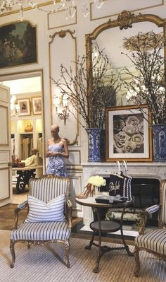 Ralph Lauren House, Ralph Lauren Home Living Room, Estilo Colonial, British Colonial Decor, Wrought Iron Chairs, Interior Decorating, Interior Design, Home And Living, Sweet Home