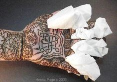 The Henna Page - How to wrap henna for darker colors