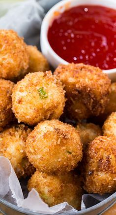 Crispy Fried Grit Fritters with pepper jelly sauce - make them gluten free with breadcrumbs instead of panko Spicy Recipes, Appetizer Recipes, Cooking Recipes, Diabetic Recipes, Tapas, Grit Cakes, Pepper Jelly, So Little Time, Finger Foods