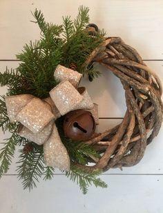 Rustic Christmas wreath, farmhouse Christmas decor, Winter wreath - by MercantileAtMulberry on Etsy https://www.etsy.com/listing/551039347/rustic-christmas-wreath-farmhouse