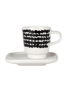 Marimekko's Siirtolapuutarha espresso cup features Maija Louekari's cheerful Räsymatto pattern that was inspired by traditional rag rugs. The cup comes with a square-shaped saucer.
