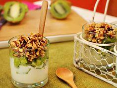 Vasitos de yogur, kiwi y granola | Recetas | Utilisima.com