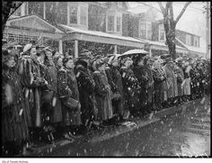 Detective Sergeant Tong funeral, people waiting in snow storm - 1952 Toronto Winter, Great Shots, Dear God, Historical Photos, Montreal, Vintage Photos, The Past, Old Things, Black And White