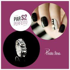 #Parperfeito: unhas pretas e anel de caveira para uma combinação rock and roll.  ~> http://pol.vu/p7
