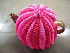 Ravelry: Tea Cosy pattern by Yasmin